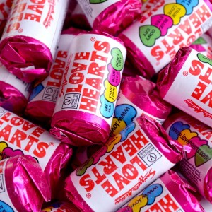 50 mini love hearts